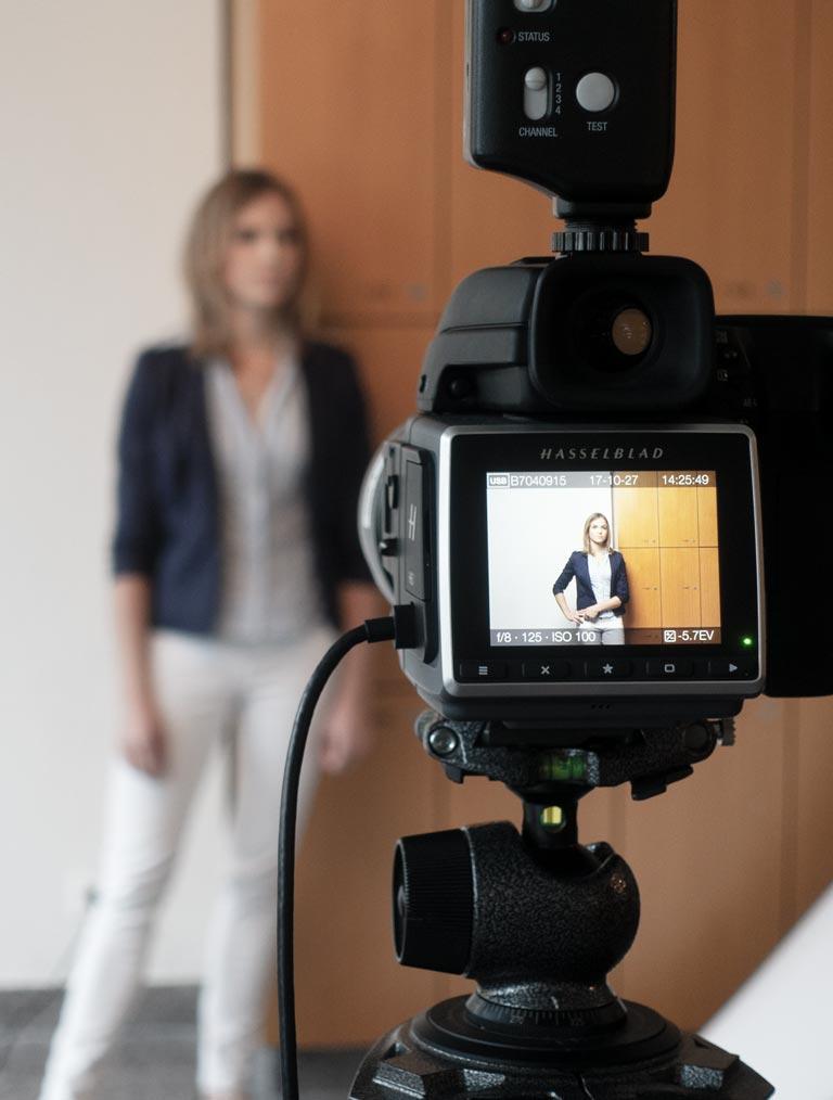 KME Digital Jahresbericht Stage Bild Portrait